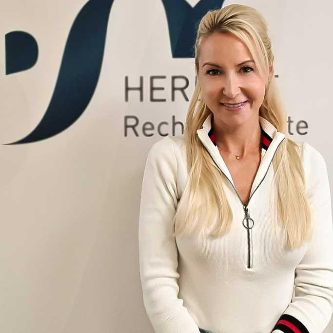 Janine Eckstein - Bankkauffrau und Insolvenzsachbearbeiterin - Herbert Rechtsanwälte Saarbrücken
